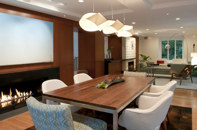 A combination of recessed lighting and hanging lights create warmth.